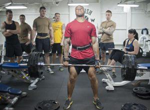אימון במשקל כבד: המדריך השלם לאימון נכון עם משקולות